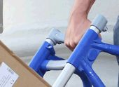 Poprzeczki plastykowe wzmocnione włóknem szklanym, wysoki standard bezpieczeństwa dzięki połączeniu kształtowemu do rurek pionowych. Górny służy np. do trzymania przy transporcie po schodach.