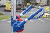 Regulowane rękojeści, możliwość łatwego i szybkiego przesuwania rękojeści w pionie z dostosowaniem do wygody osoby manewrującej wózkiem.